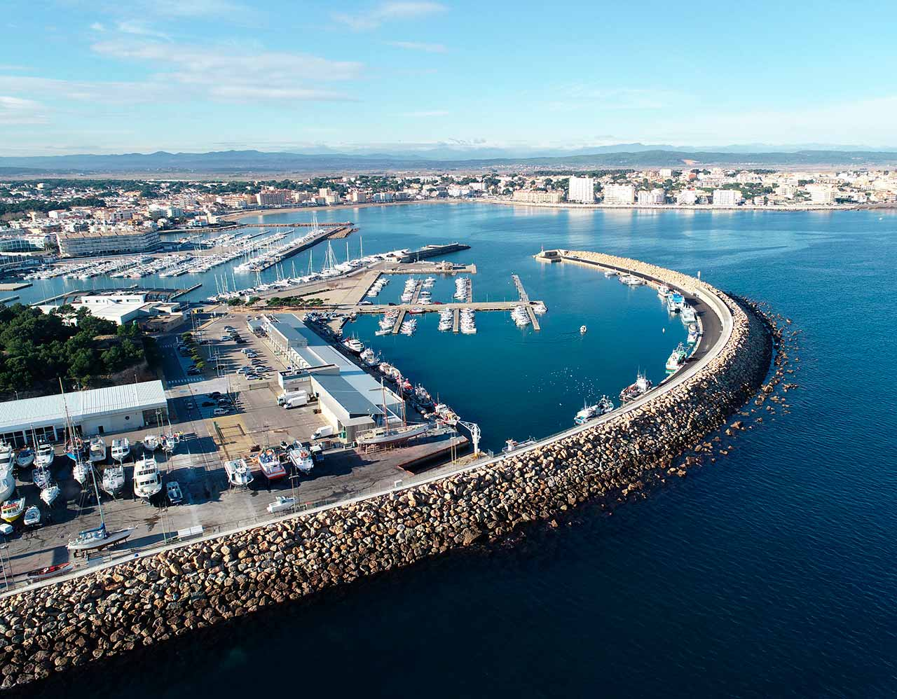 Dock's expansion of the port of Escala