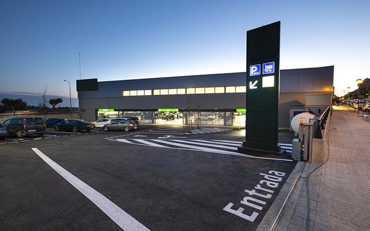 Supermercat amb pàrquing exterior i soterrat d'Alcanar